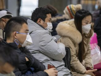 Ciudadanos chinos con mascarillas protectoras.