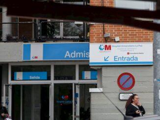 Entrada de un centro sanitario madrileño.