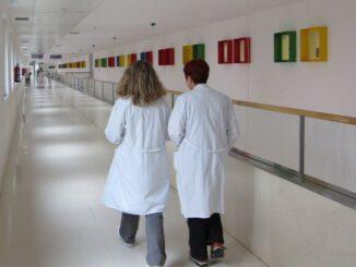 Los médicos valencianos triplican el número de guardias