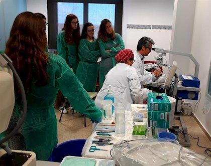 Médicos residentes en una consulta