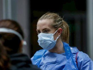 Profesional sanitaria con mascarilla
