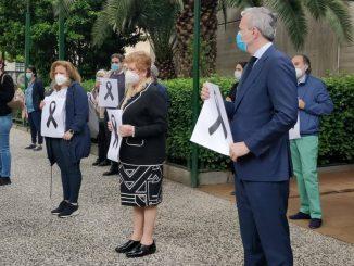 Concentración en Aragón en el homenaje a los sanitarios fallecidos