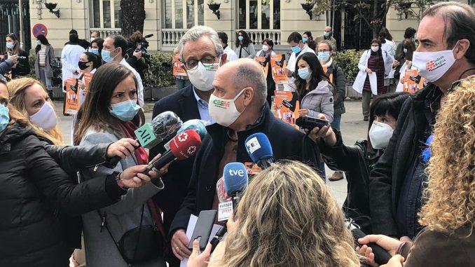 Responsables de CESM atendiendo a los medios en Madrid.