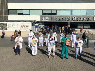 Profesionales y responsables de CESM y AMYTS a las puertas de La Paz (Madrid).