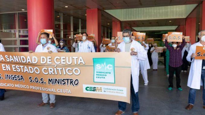 Manifestación en Ceuta por la huelga nacional de médicos del 27 de octubre.