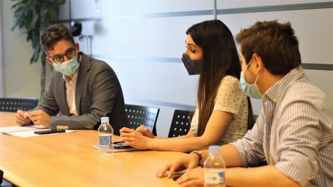 Los tres asistentes a la reunión: Domingo A. Sánchez, Sheila Justo y Alejandro Cuéllar.