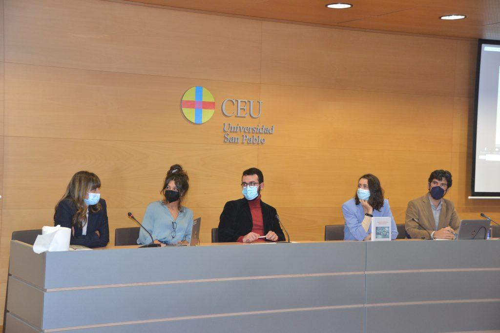 De izquierda a derecha, María Cruz Martín Delgado, Isabel Valdés, Álvaro Cerame, María Gálvez y José Camilo Vázquez.